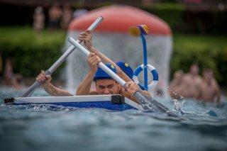Badewannenrennen und Wasserelfmeterschießen